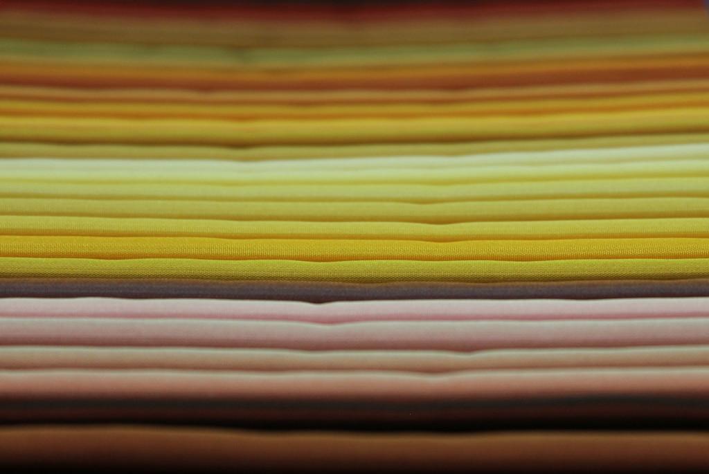 Tessuti per rivestimenti in tinte di Giallo.